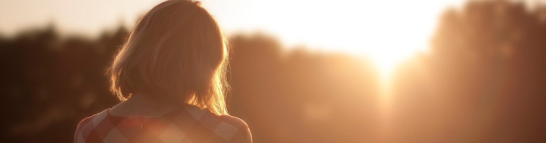 woman-sunset-back
